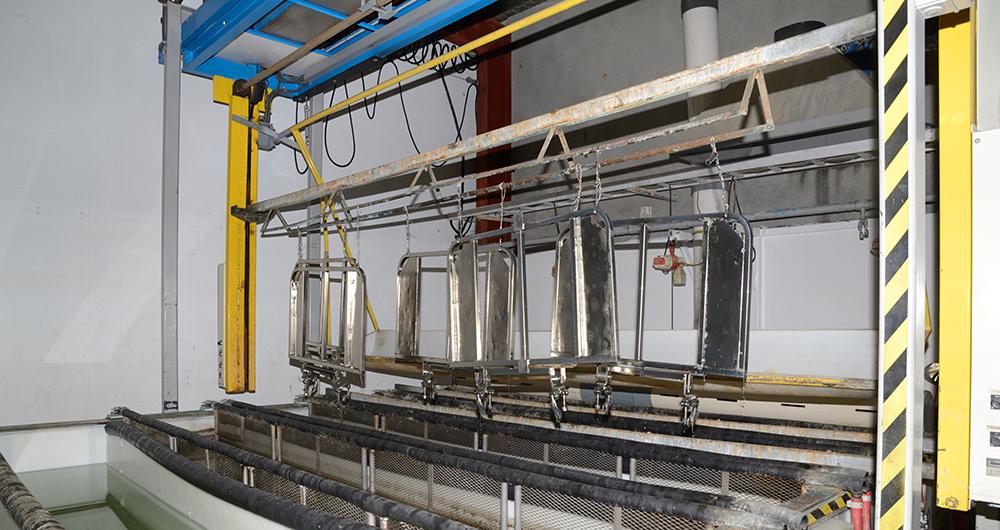 Емисионен контрол при химична повърхностна обработка на метали и пластмаси