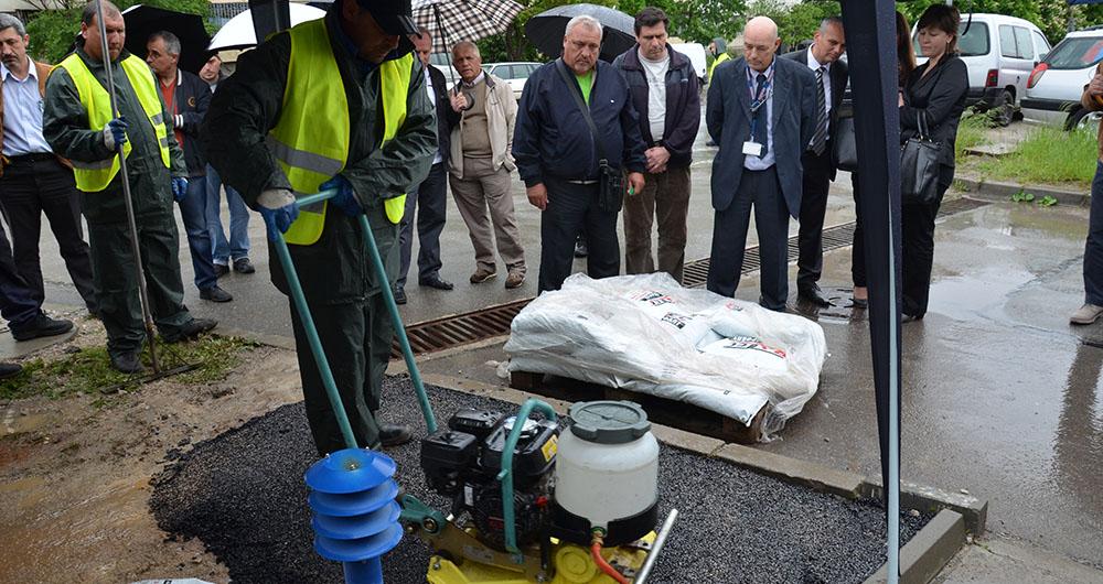 Райкомерс Конструкшън представи иновативна технология за полагане на студен асфалт